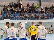 KONEČNĚ DOMA. Futsalisté Olympiku Mělník slaví jeden z prvních gólů v nové hale.