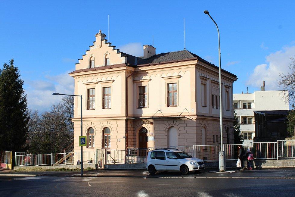 Dnes v budově sídlí Mateřská školka. Foceno v únoru 2020.