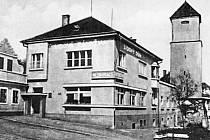 V původním objektu za Lidovým domem bydlel pan Novák, soustružník a pan Josef Prchlík, známý mělnický patriot a sběratel.