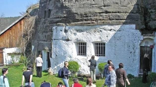 Zájemci si prohlédli například skalní byt ve Lhotce.