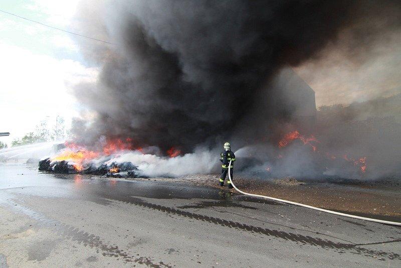 Požár haly v Úholičkách.