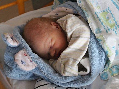 LUKÁŠ MOŽNÝ se rodičům Veronice a Tondovi z Mělníka narodil 21. března 2018 v mělnické porodnici, vážil 2,85 kg a měřil 49 cm.