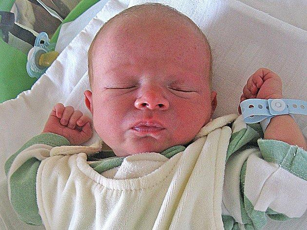 Leo Neveri se rodičům Libuši Portové a Vojtěchu Neveri z Kaniny narodil 5. července 2011, vážil 2,91 kg a měřil 48 cm. Na brášku se těší Lenka, Jirka a Vojtíšek.