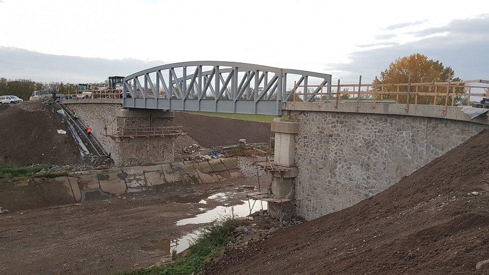 Silniční most Zelčín.