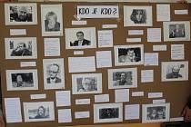 Dopolední projektová výuka s tematikou Sametové revoluce a života v socialistickém Československu vyvrcholila odpolední retro módní přehlídkou a výstavou pro rodiče a přátele školy