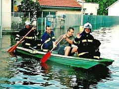 Neratovičtí hasiči pomáhali při povodních na pramici