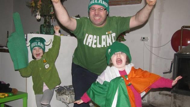 Gavin Huban a jeho dcery Sara a Caroline.