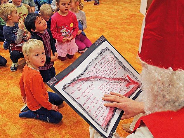 Mikuláš s andělem zavítali do mšenské školky.