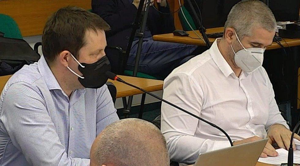 Zastupitel Tomáš Martinec vlevo (Občanská demokratická strana s podporou Strany Soukr. ČR.)