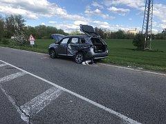 Tragický střet osobního vozidla s nákladním u Brozánek.