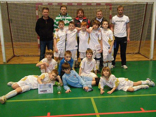 Starší přípravka FC Lobkovice zvítězila pod vedením trenérů Fingerhuta a Strniště v turnaji v Mladé Boleslavi.