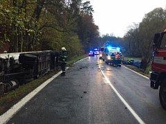 Nehoda cisterny a osobáku uzavřela hlavní tah na Českou Lípu.