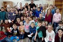 Herečka Jitka Asterová a herec a moderátor Bořek Slezáček připravili pro žáky projekt, kterým podporují snahy škol přivést děti k četbě.