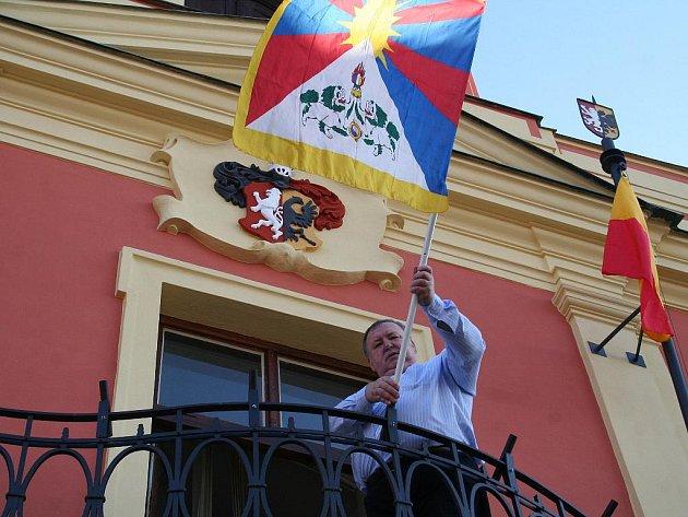 Ve středu 10.března vyvěsil mělnický starosta Miroslav Neumann tibetskou vlajku