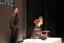 Známí pražští herci Anna Fixová a Dan Bambas při vystoupení na kralupském divadelním festivalu Tyjátjátra 2017.