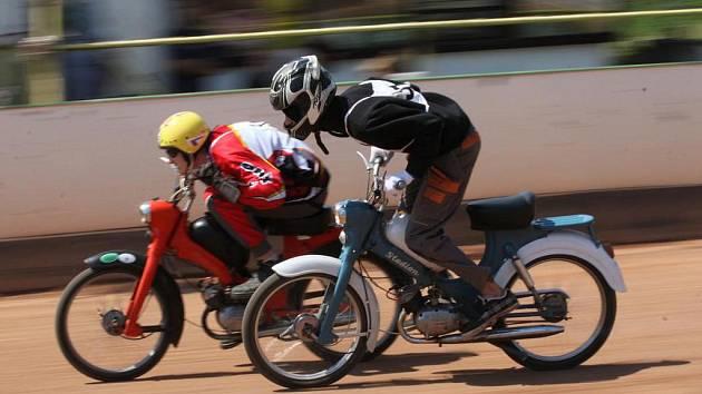 VI. Mistrovství světa mopedů Stadion na ploché dráze ve Mšeně