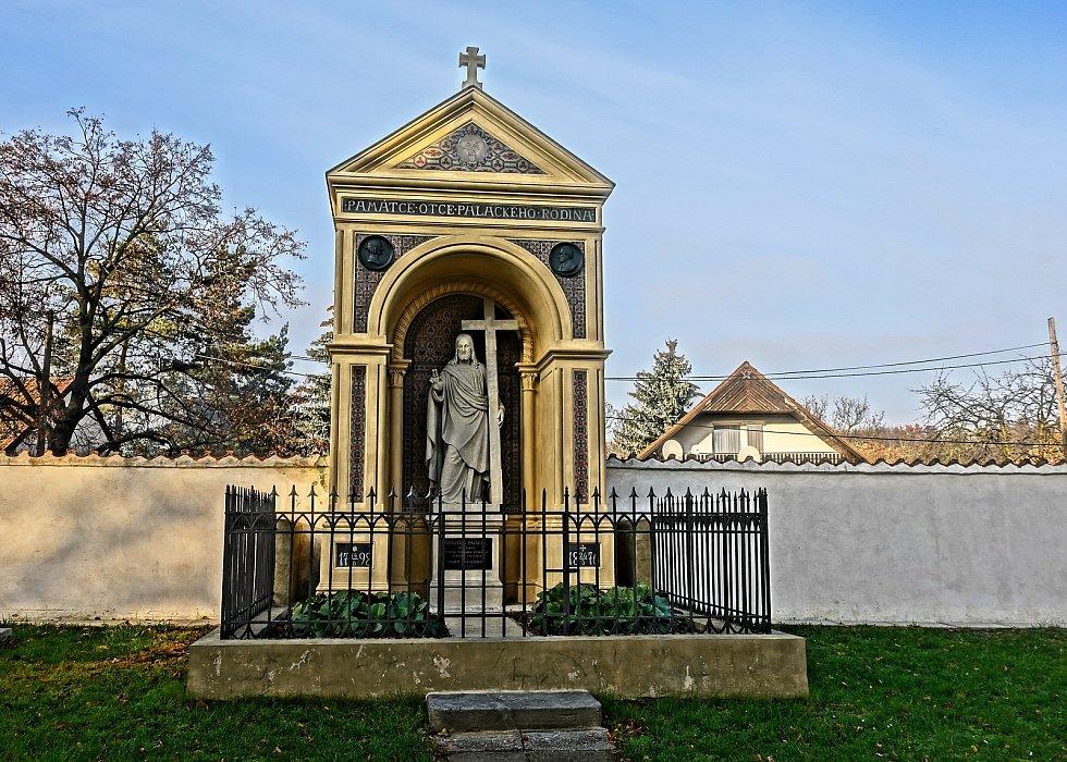 Velkou rekonstrukcí prošla neratovická hrobka Františka Palackého.