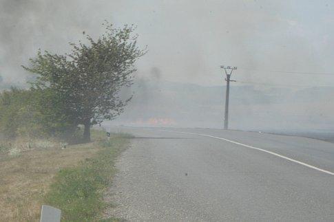 Hořící pole za Cítovem směrem na Roudnici.