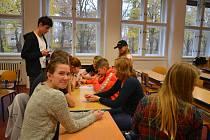 Hlavní novinkou letošního školního roku na Dvořákově gymnáziu v Kralupech nad Vltavou je výměna třídy obchodní akademie za dvě třídy čtyřletého gymnázia.