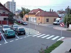Podle Vladimíra Brtníka referenta odboru dopravy kralupské radnice je důvodem zjednosměrnění ulic zlegalizování parkování v této lokalitě.