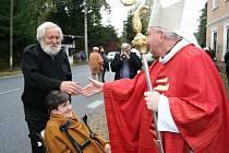 Litoměřický biskup Jan Baxant vysvětil nově opravenou kapli v Medonosech na Kokořínsku.