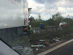 Dopravní nehoda na 22. kilometru dálnice D8 ve směru na Ústí nad Labem.