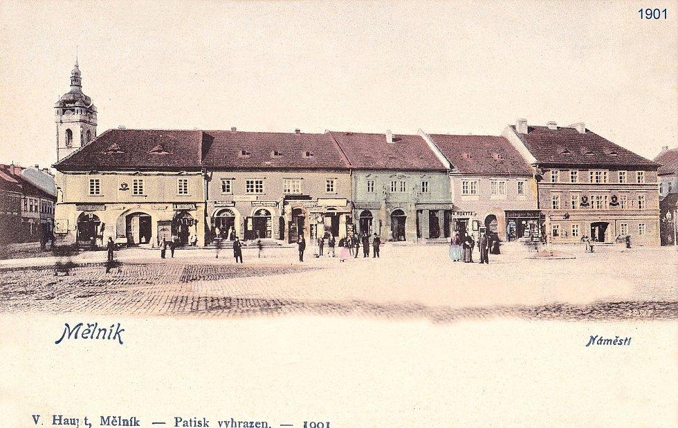 Kolorovaná pohlednice vydaná nákladem Václava Haupta, mělnického obchodníka z roku 1901.