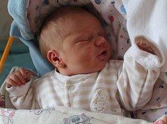 TOBIÁŠ HRABČÍK se rodičům Marianně Andrejkové a Martinovi Hrabčíkovi z Přezletic, narodil v mělnické nemocnici 2. 5. 2018 a vážil 3,940. Doma čeká na brášku Natálka 3 roky.