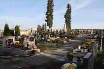 Součástí plánovaných úprav hřbitova je vybudování mlatových cest s odvodněním a oprava poškozených hrobů.