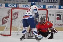 Hokejisté Milevska vyhnali ve třetí třetině mělnického brankáře Vokurku z branky.