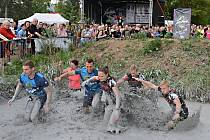 BAHNU VSTŘÍC se v sokolovském závodě vydali také překážkáři z Kralup Nat Poloczková, Matěj Šindler, Jiří Cimler. Na sedmikilometrové trase byli mezi týmy nejrychlejší.