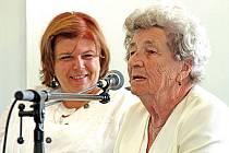 O svých životních příbězích ve Mšeně mluvily lidické děti, Marie Šupíková a Pavel Horešovský.