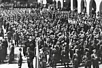 Slavnostní přehlídka na náměstí Svobody ( dnes Míru) dne 13.5.1945.