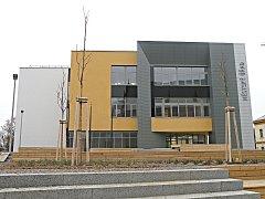 Nové sídlo Městského úřadu Kralupy nad Vltavou vzniklo z bývalého obchodního domu Máj.