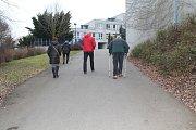 Několik volebních okrsků pracovalo v mělnickém gymnáziu. Lidé se do budovy školy vydávali od sobotního rána.