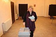 Volební komise v Byšicích měla po otevření místnosti ve 14 hodin plné ruce práce. Její členové odvolili mezi prvními.