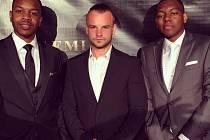 Martin Beck Brožek (uprostřed) při předání ceny  Akademie Music Awards v Los Angeles.