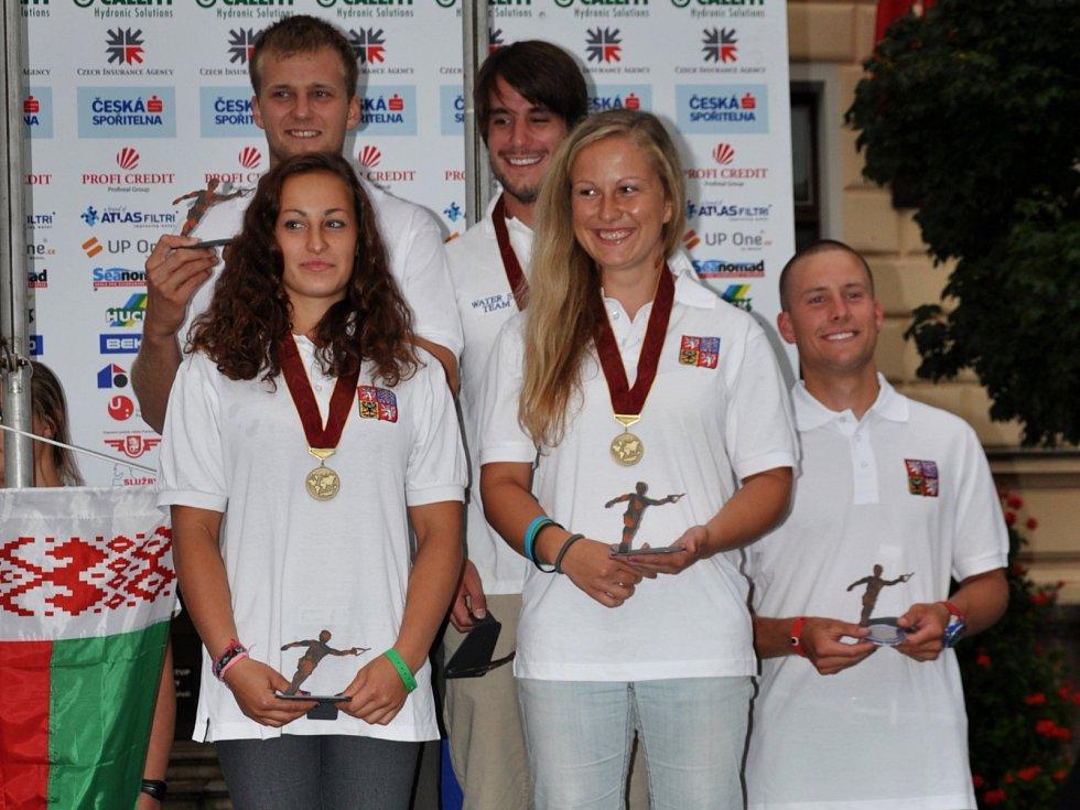 Bronzový tým z ME open - Kateřina Švecová, Petra Povolná, Adam Sedlmajer (oba Water ski Neratovice), Martin Kolman a kapitán týmu Zdeněk Kolman.