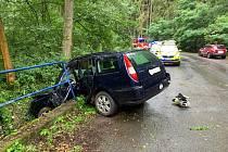 K těžké dopravní nehodě došlo v sobotu téměř v pravé poledne u Kokořínského Dolu.