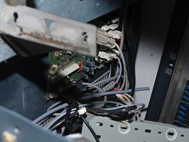 Výbuch část výdejního boxu vážně poškodil.