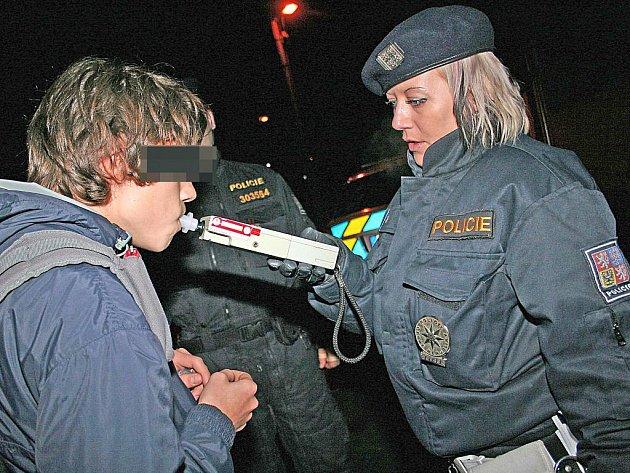 Bezpečnostní akce odhalila alkohol u mladistvých.