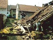 Zálezlice po povodni v roce 2002.