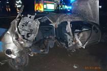Dopravní nehodu u obce Zlosyň nepřežili dva lidé.