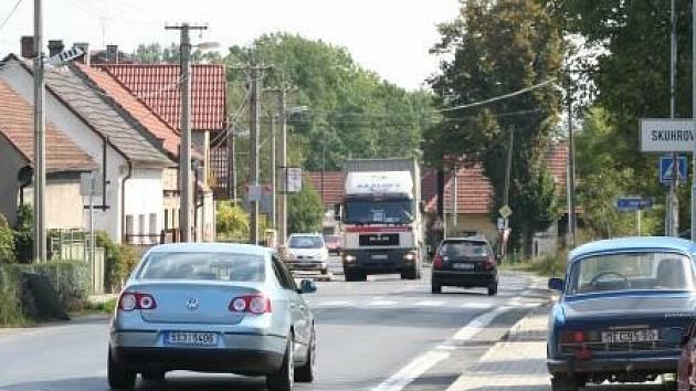 V Mladoboleslavské ulici jezdí kamiony velmi často.