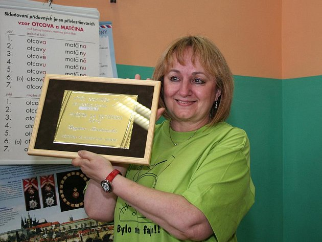 Předávání cen vítězce soutěže Hvězda za katedrou 2010 Dagmar Martinovské ze ZŠ J. Seiferta v Mělníku