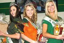 VE FINÁLE se utkalo osm krásek. Vítězkou  se stala Marcela Vovsová z Mělníka (uprostřed).