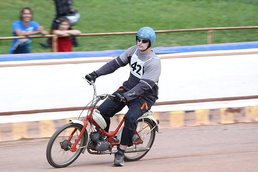 VII. MS mopedů Stadion na ploché dráze ve Mšeně
