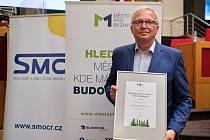 Starosta Brandýsa nad Labem-Staré Boleslavi Vlastimil Picek s oceněním srovnávacího výzkumu Město pro byznys.