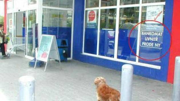 Informace o bankomatu v Tescu bude brzy zase odpovídat skutečnosti.