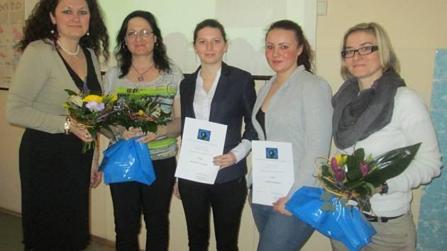 Porotu nejvíce oslovily příběhy mělnických studentek Veroniky Havelkové (uprostřed) a Valerie Kořínkové (druhá zprava).